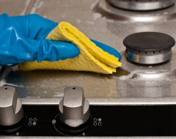 Como limpar o fogão da cozinha.